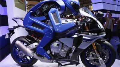 雅马哈黑科技:智能机器人开摩托